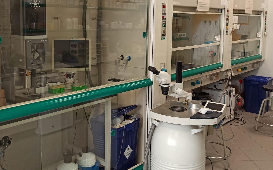 Laboratorio de preparación de muestras TEM MAT